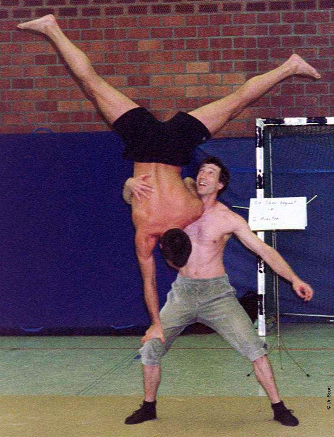 Zweit akrobatik bilder zu Yoga Poses